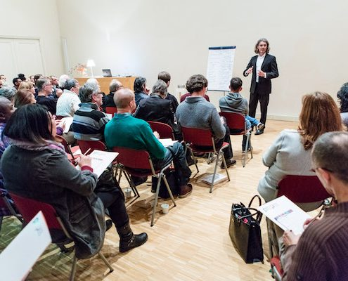 lezing voor vrijwillige besturen in een bomvolle Idazaal te Den Haag: het onderwerp: KRACHTIG BESTUREN